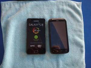 HTC Sensation и Samsung i9100 (Galaxy SII) загорают на спине