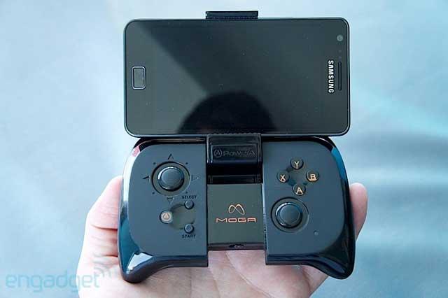 PowerA Moga Bluetooth контроллер с присоединенным смартфоном