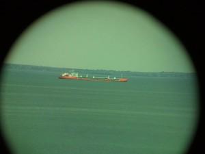 Корабль снятый через бинокль на I9000 на Android