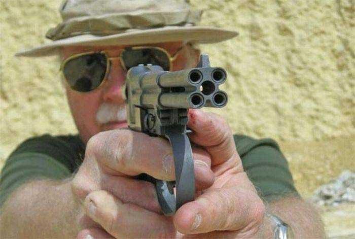 Пистолет с четырьмя стволами
