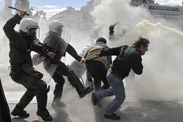 Разгон демонстрации в Греции