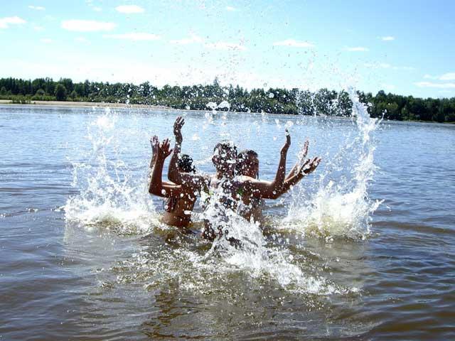 Веселье у реки